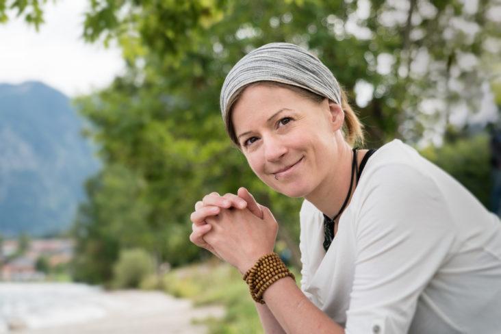 Dominique de Marné ist Autorin, Bloggerin und Mental Health Advocate. Seit 2015 ist sie auf der Mission unterwegs zu verändern, dass und wie wir über psychische Gesundheit sprechen.