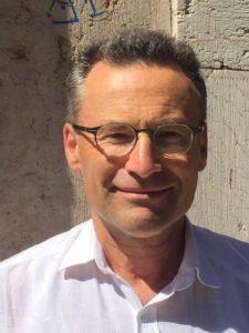 Dr. med. Filip Caby ist Arzt für Kinder- und Jugendpsychiatrie und Psychotherapie. Seit 1994 leitet er die Abteilung für Kinder- und Jugendpsychiatrie am Marienkrankenhaus in Papenburg-Aschendorf. Caby wurde 2013 in den Vorstand der Deutschen Gesellschaft für Systemische Therapie, Beratung und Familientherapie (DGSF) gewählt, seit 2019 ist er Vorsitzender der DGSF.
