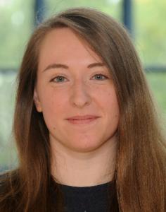 Leonie Trimpop studierte Psychologie an den Universitäten Bielefeld (B.Sc.) und Witten/Herdecke (M.Sc.).